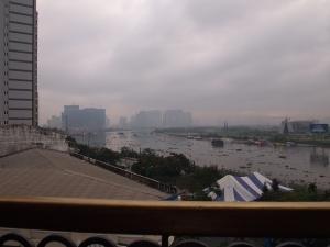 朝のサイゴン川