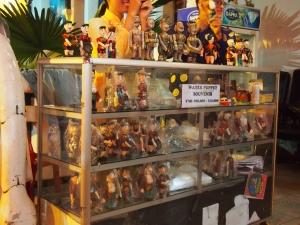 会場の外には人形も販売されています。