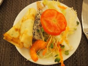 野菜、フルーツたっぷりの朝食