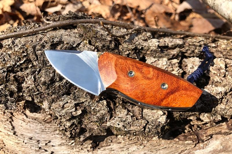カリン瘤を使用したライナーロック型フォールディングナイフ