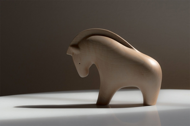 MATHRAX・栃の木の馬のオブジェ
