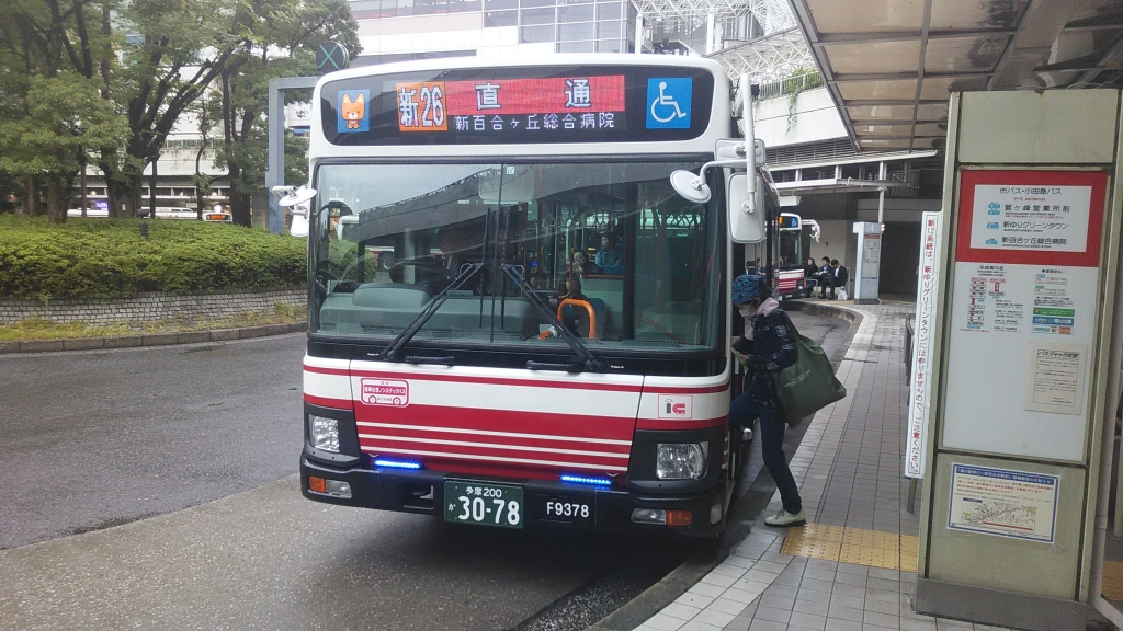 フルカラーLEDの小田急バス新百合ヶ丘