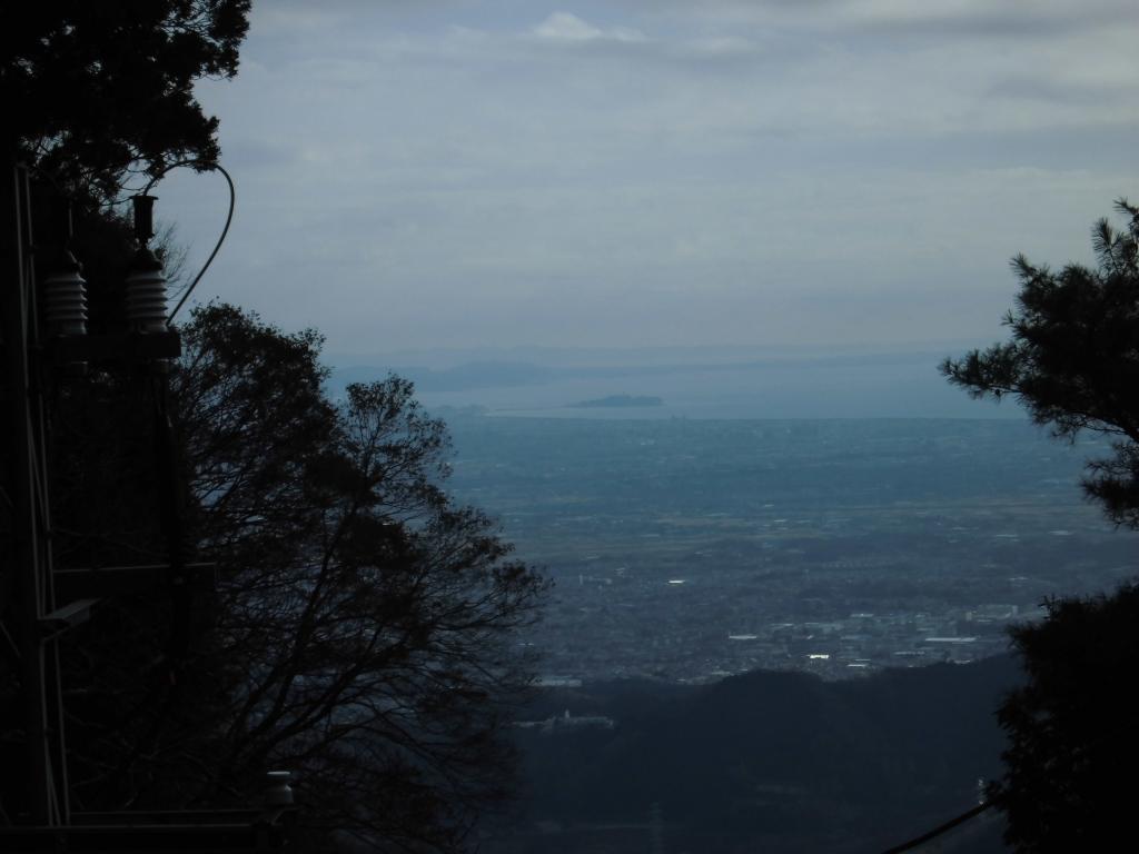 大山ケーブルからの江の島