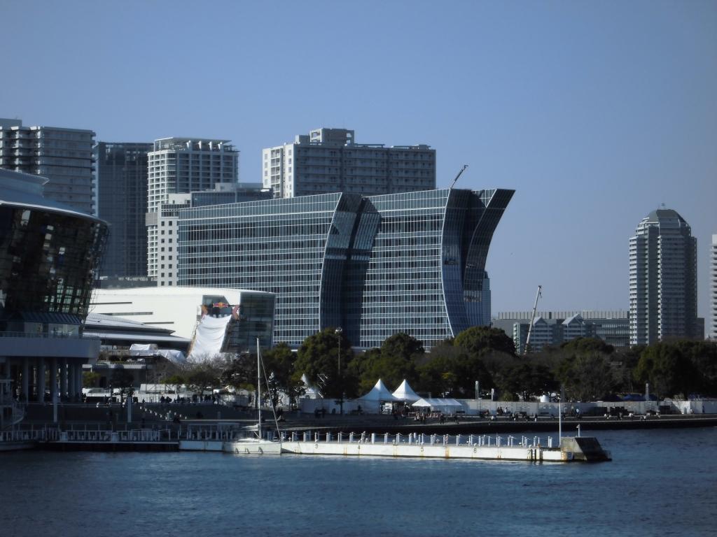 横浜ハンマーヘッドからのみなとみらいカハラホテル