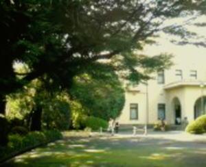 ほらほら アール・デコの「庭園美術館」です!!