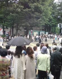 待ち合わせ場所の上野駅改札口にて… の雑踏!!