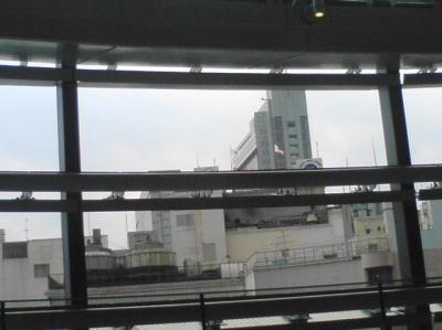 渋谷ヒカリエの4Fのアーバンコアから望む渋谷駅周辺奥の高いビルは渋谷マークシティ