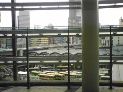 渋谷ヒカリエの4Fのアーバンコアから望む渋谷駅周辺東急東横のれん街前のバス乗り場周辺