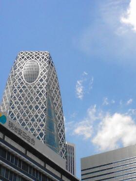 aoaoの大好きな建造物のひとつ「繭ビル」ことコクーンビル