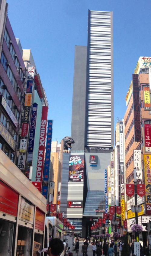 新宿にゴジラ出現のビルはシネコンのTOHO〜!!