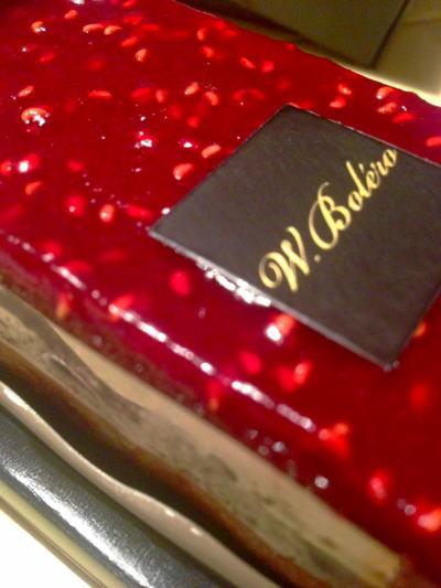 ずっと購入したかったフワンボワーズケーキはきらきら宝石の様に輝いてます