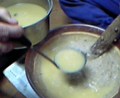 鯖を煮た味噌汁を加えて