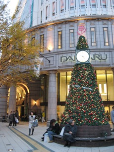 大丸前クリスマスツリー.jpg