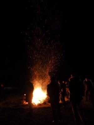 舞い上がる火の粉