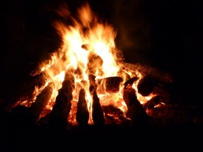 燃えさかる神火