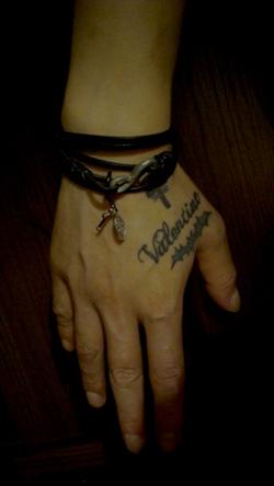 bracelet-hand