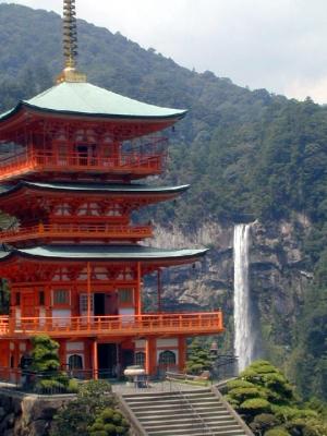 世界遺産 熊野古道 三重の塔と那智の大滝