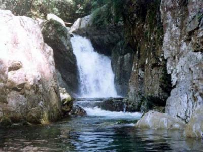黒蔵谷 鮎返し滝