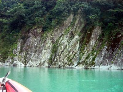 川の熊野古道 熊野川カヌーツアー なびき岩
