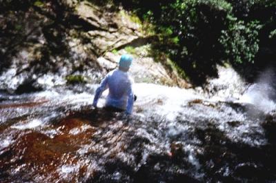 シャワークライミング ウォータースラーダー滝滑り