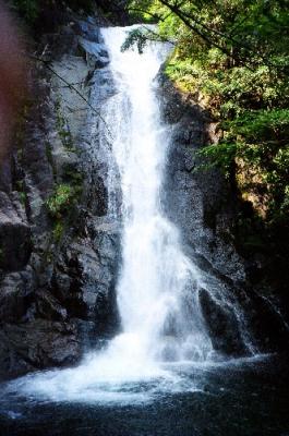 シャワークライミング ウォータースライダー滝滑り 隠れ滝