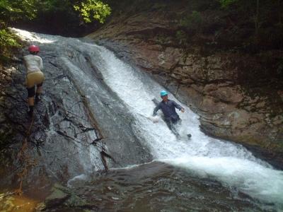 シャワークライミング ウォータースライダー滝滑り 2の滝