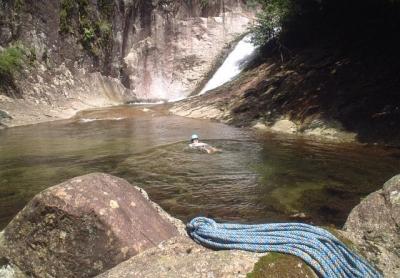 シャワークライミング 沢登り教室 ヤケベ岩