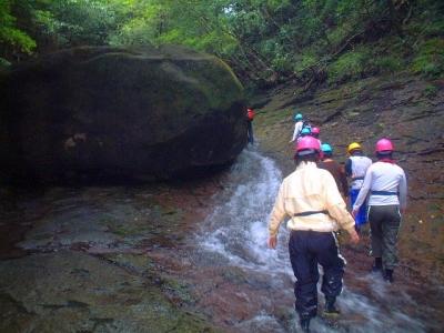 シャワークライミング 沢登り教室 ナメラと巨石