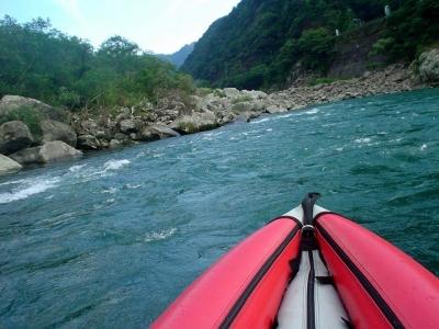 熊野川カヌーツアー 急流に突っ込む