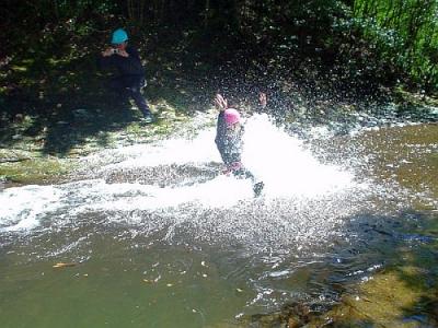 シャワークライミング ウォータースライダー滝滑り