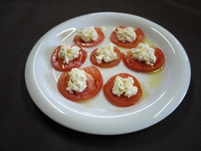 トマトのモッツァレラチーズ風サラダ
