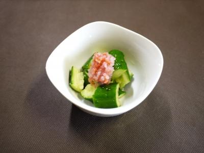 たたき胡瓜の梅肉添え