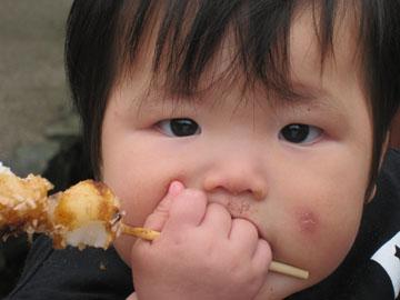 団子を食べてる途中のムスメ