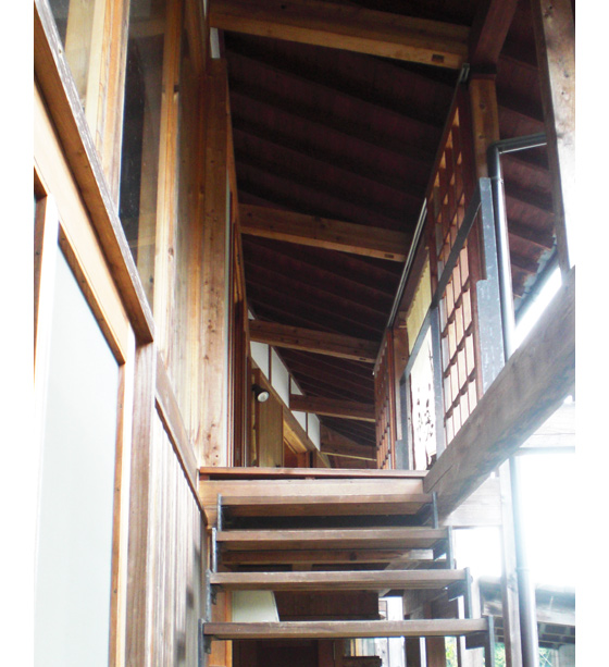 遊茶庵 外観3 階段