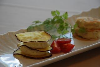 カルチョーフィとツナ入りマッシュポテトと野菜チップス