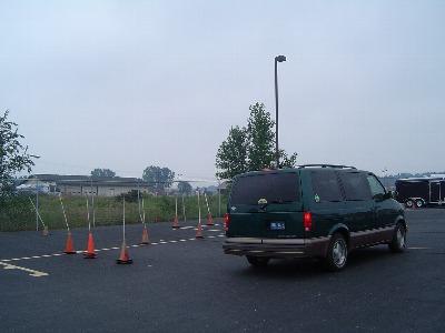 まずは、車庫入れのテストが合格してから路上に