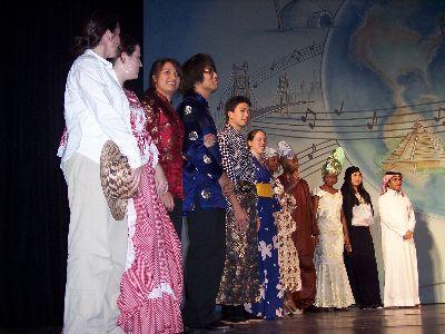 各国留学生によるファッションショー