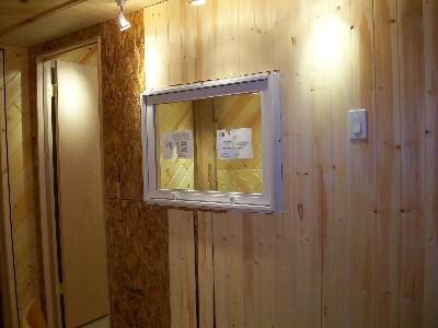 厚めの壁に窓をインストール