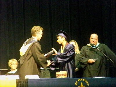 卒業証書をもらう瞬間