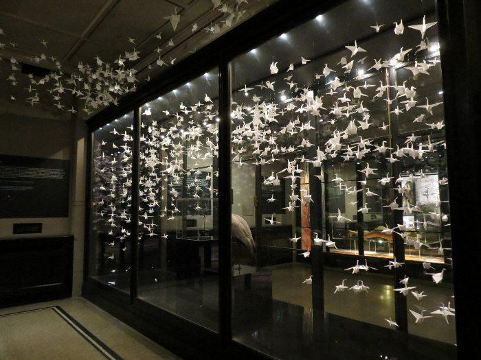 美しい折り鶴の展示