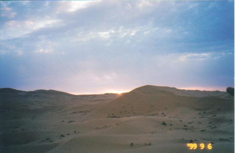 砂漠の日の出
