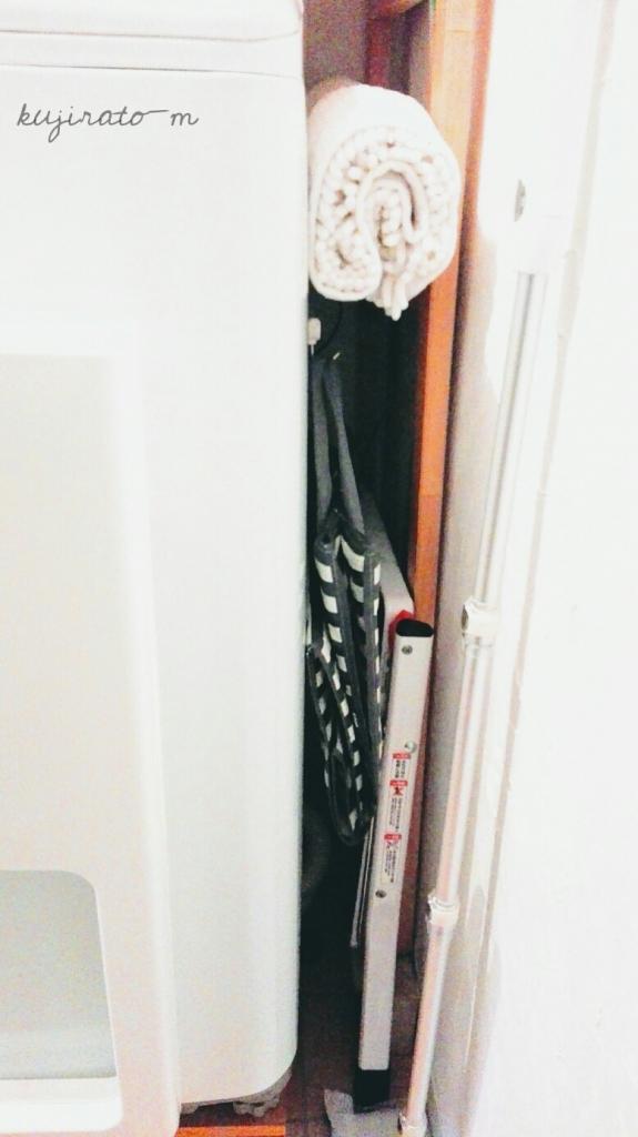ダイソーのボーダーナイロンバッグは、洗濯機と壁の間への隙間収納にベスト