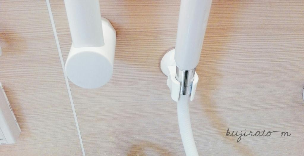 ダイソーの「強力レバー式吸盤 シャワーホルダー」取付け完了