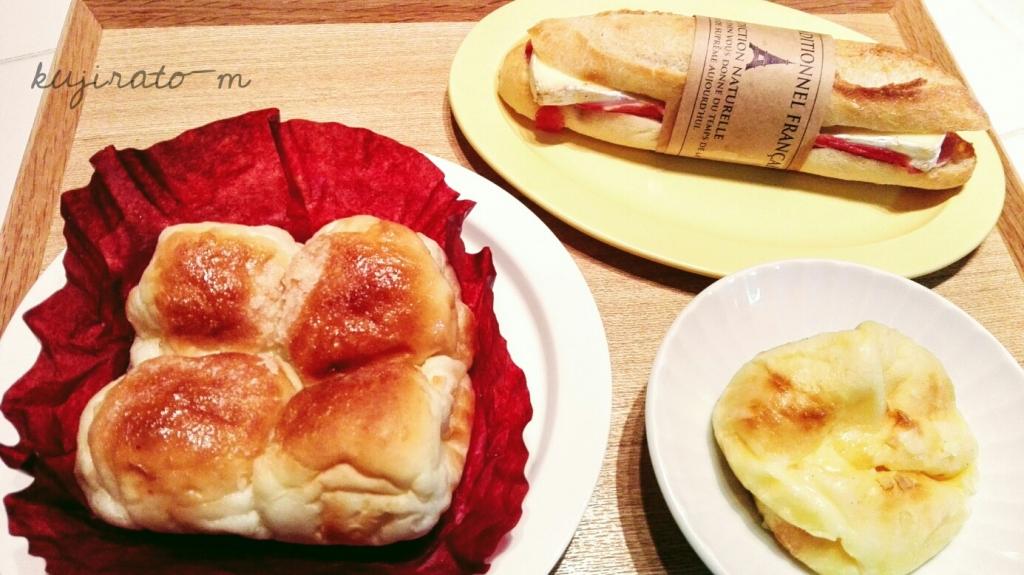 シチューに大阪福島のパネ・ポルチーニのパンを