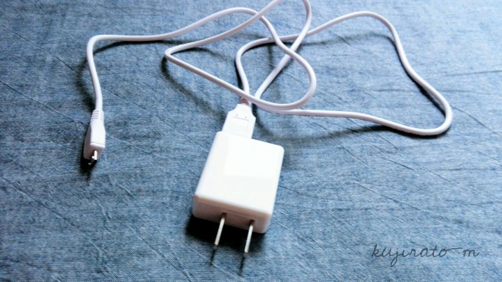 ダイソーのUSB充電アダプタ、シンプルで使いやすい