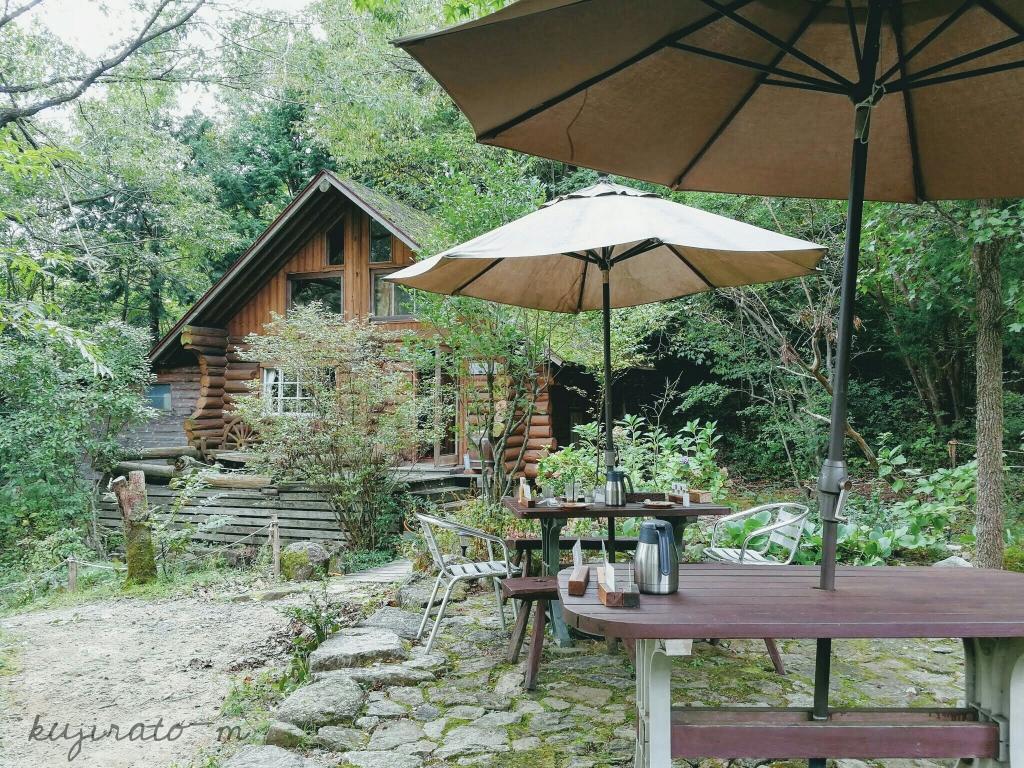 能勢『cafe soto』の自然に囲まれた、静かな外の席