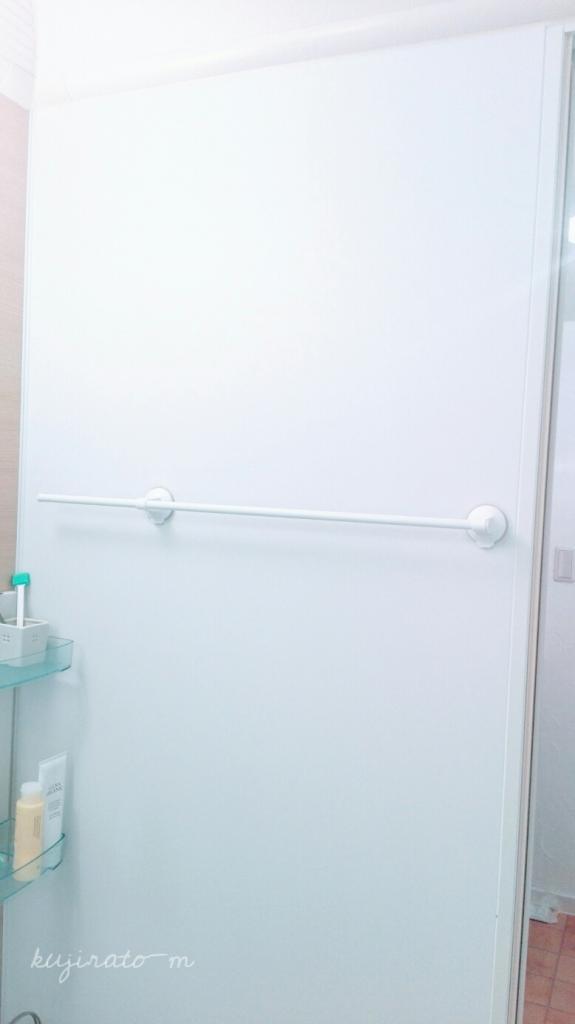 お風呂場の吊り下げ収納に、スライド出来る強力吸盤タオルバー