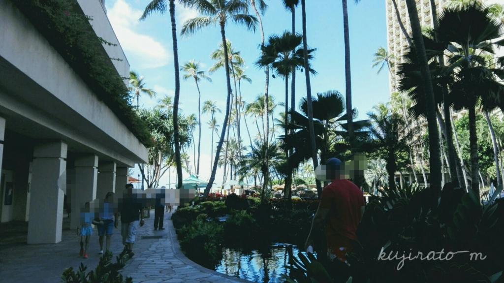 ヒルトンハワイアンビレッジ:アリイタワーから近いビーチの見えるレストラン