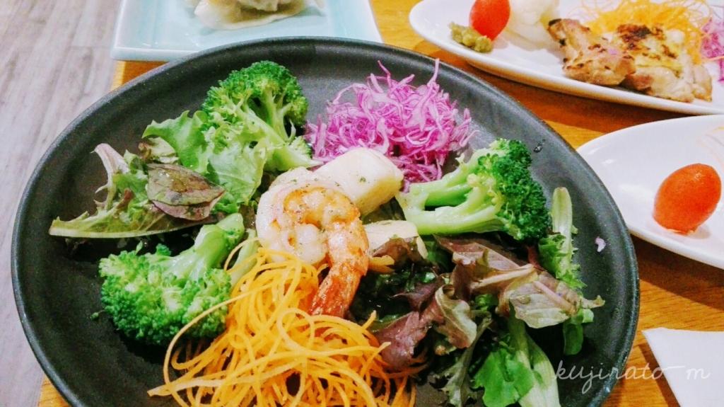 ヒルトンハワイアンビレッジ内、初花にて日本食。海老とブロッコリー炒め