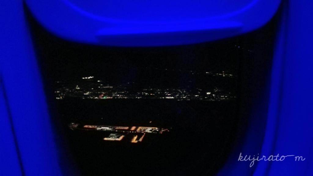 JAL機内から見る、関空の夜景